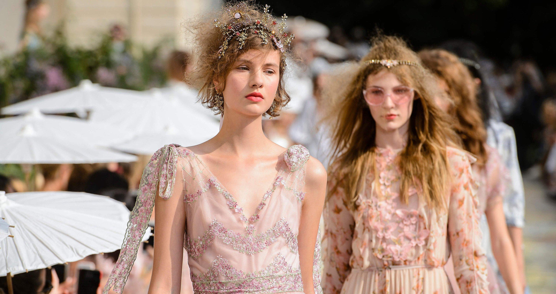 b073825172 Sukienki na wesele 2019 - Fashionpost