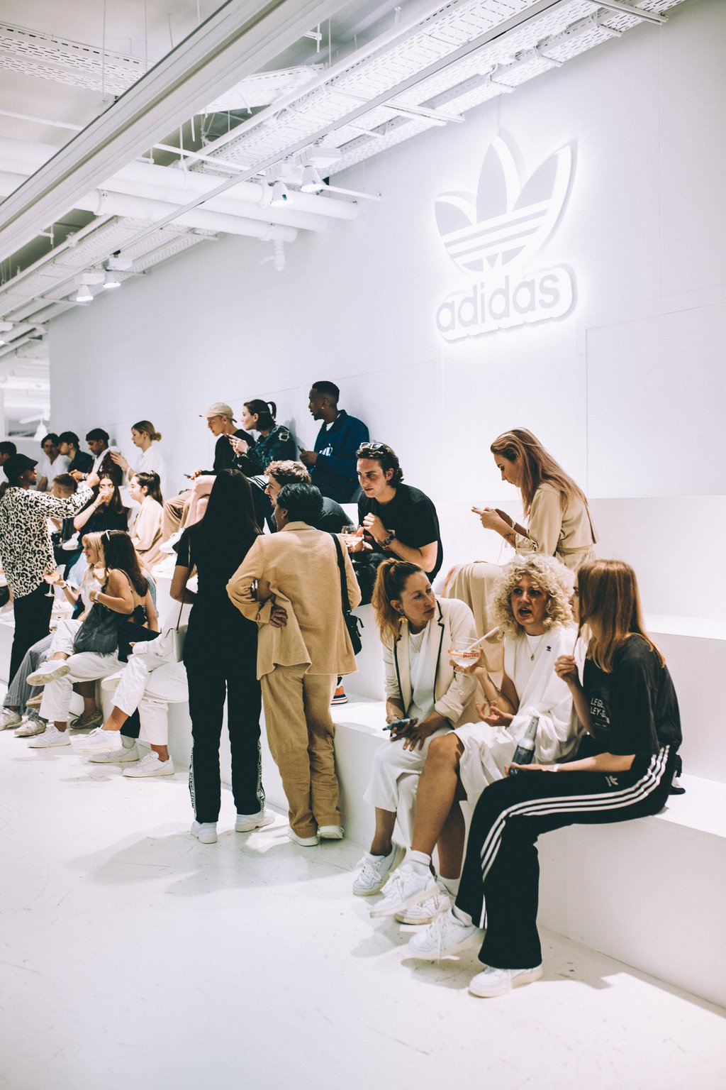 adidas Originals prezentuje nową linie sneakersów Fashionpost