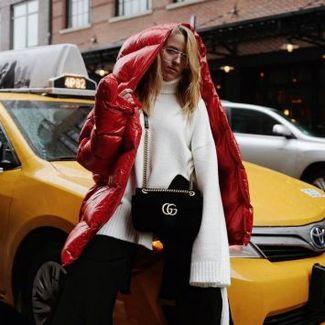Jessica Mercedes w puchówce od MMC zachwyca podczas nowojorskiego tygodnia mody