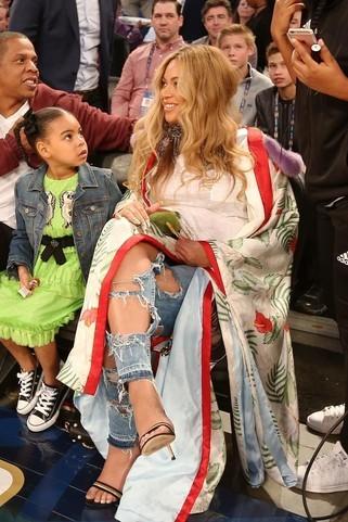 Hot or not: ciężarna Beyoncé w płaszczu Gucci za prawie 100 tysięcy złotych!