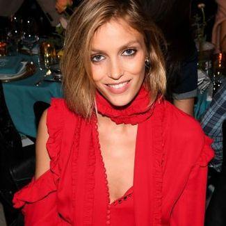Anja Rubik w sukience od Magdy Butrym na nowojorskim tygodniu mody