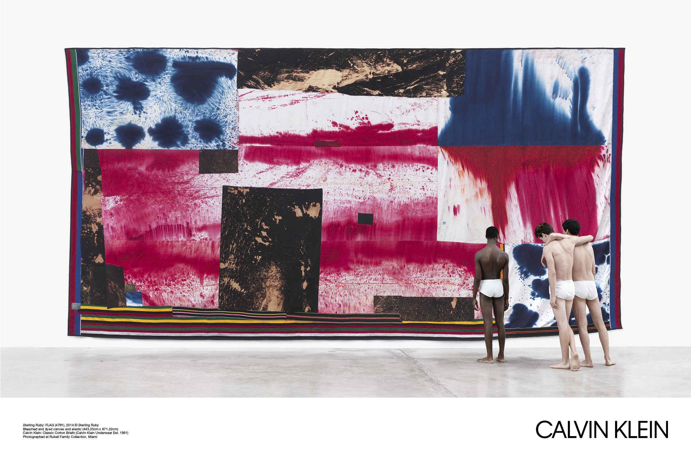Tak wygląda wizja Rafa Simonsa w Calvin Klein – zobacz najnowszą kampanię marki!
