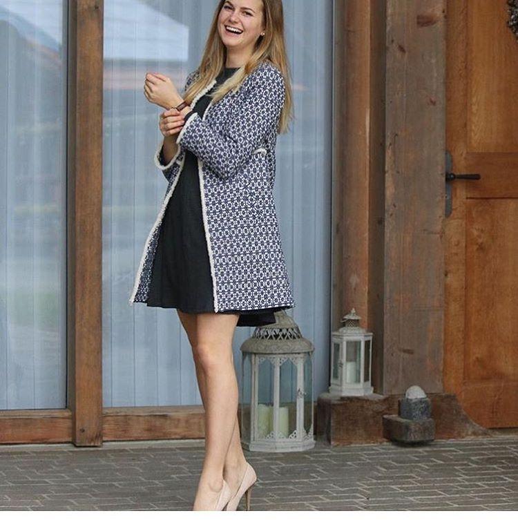 Ten płaszcz Zary to prawdziwa sensacja. Doczekał się już konta na Instagramie