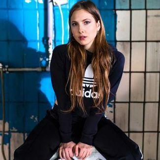 Gwiazdy mody, muzyki i sztuki w nowej kampanii adidas Originals