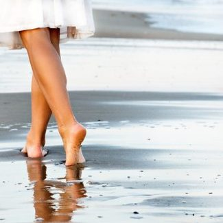 Polka pracuje nad butami udającymi... chodzenie po piasku