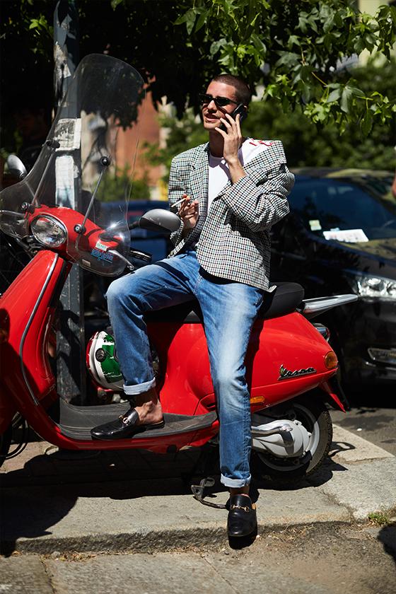 Moda uliczna z tegorocznego Pitti Uomo w obiektywie Szymona Brzóski
