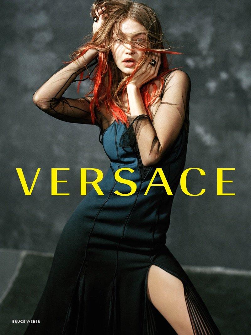 Siła kobiecości i czerwonowłosa Gigi Hadid w najnowszej kampanii Versace