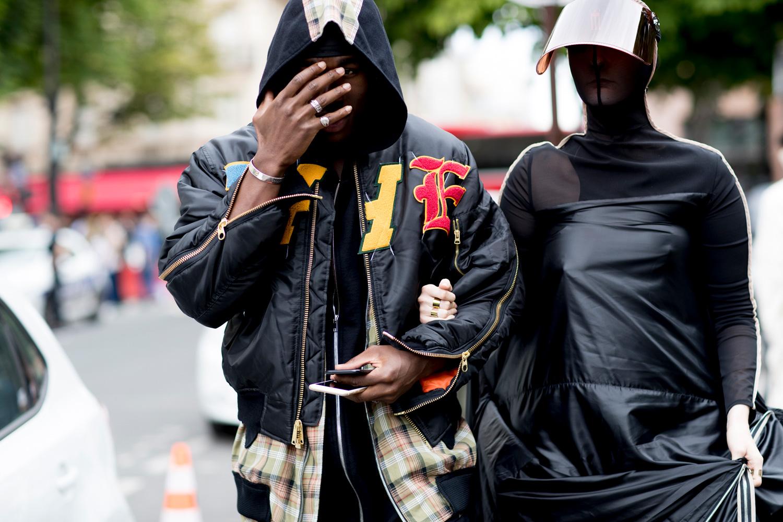Najlepsze stylizacje z paryskiego tygodnia mody męskiej wiosna-lato 2018