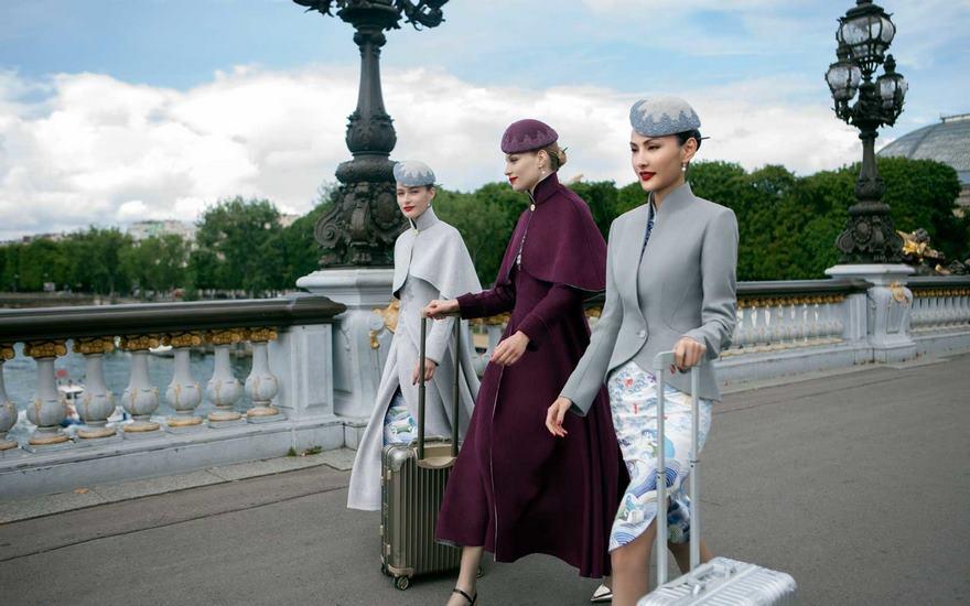 Chińskie linie lotnicze wprowadzają mundury niczym z pokazów haute couture