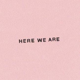 """Burberry startuje z wystawą fotograficzną """"Here We Are"""", ukazującą styl życia Brytyjczyków"""