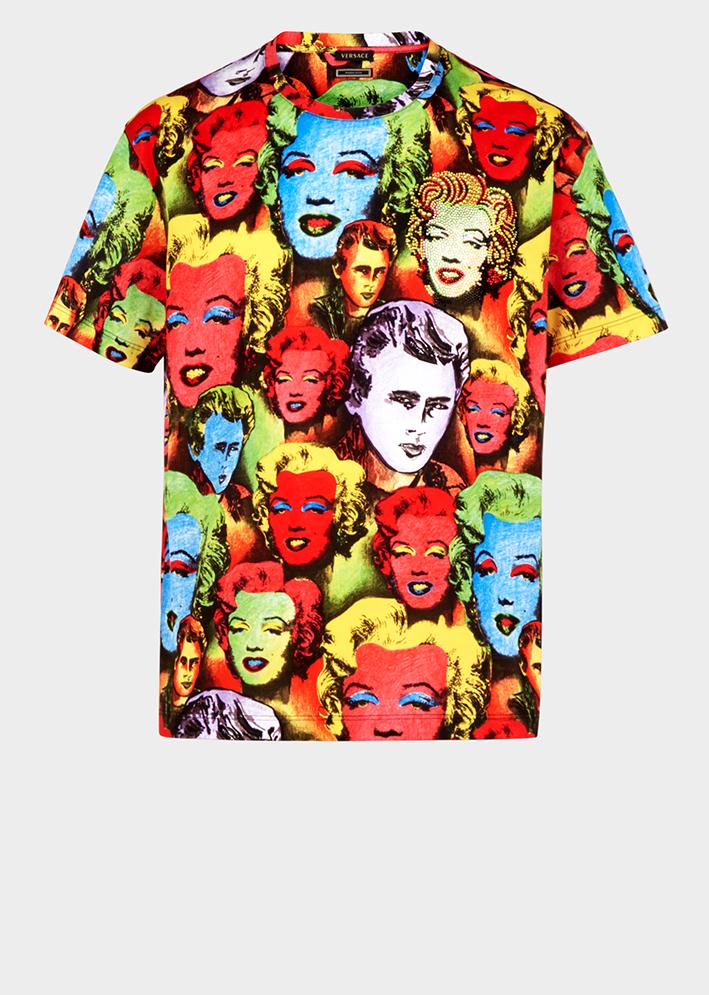 Versace wypuściło kapsułową kolekcję t-shirtów hołdującą geniusz Gianniego