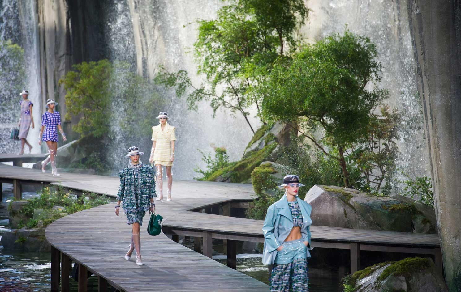 Wodospad i powrót do lat 60., czyli pokaz Chanel wiosna-lato 2018