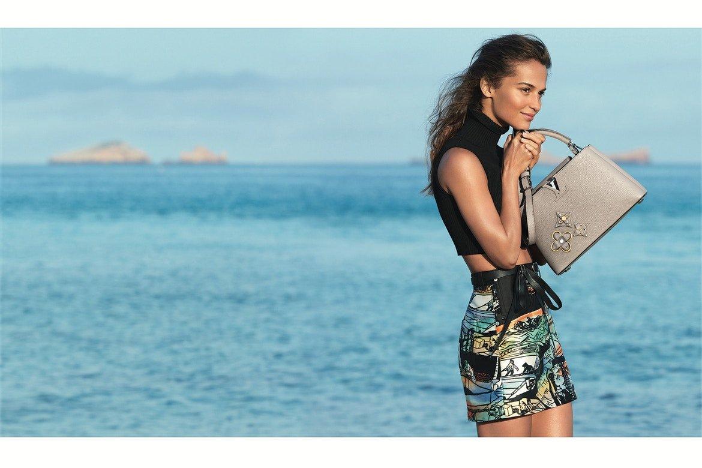Alicia Vikander i gorąca Ibiza w kampanii Louis Vuitton Cruise 2018