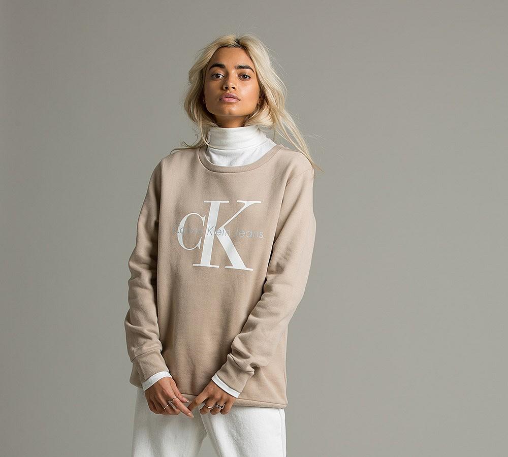 Klasyczne i oversize'owe ubrania w nowej odsłonie Calvin Klein Jeans