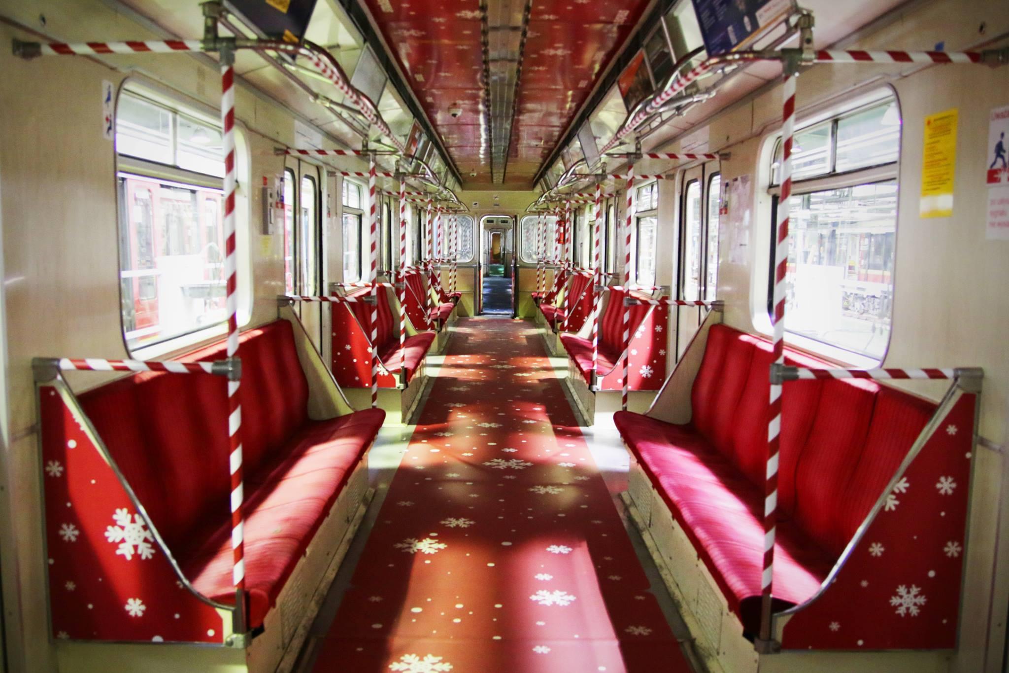 W Warszawie ruszył świąteczny pociąg metra!