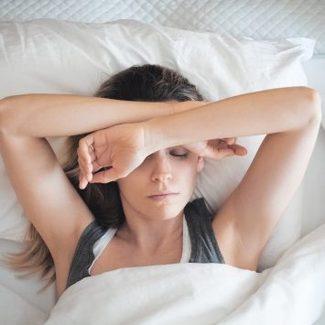 Kosmetyki i gadżety, które pomogą wam szybko zasnąć i smacznie przespać noc