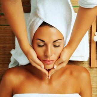 Rytuały pielęgnacyjne, które pomogą przygotować skórę i włosy na wielkie wyjście!