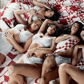 Klan Kardashian-Jenner w najnowszej kampanii Calvin Klein
