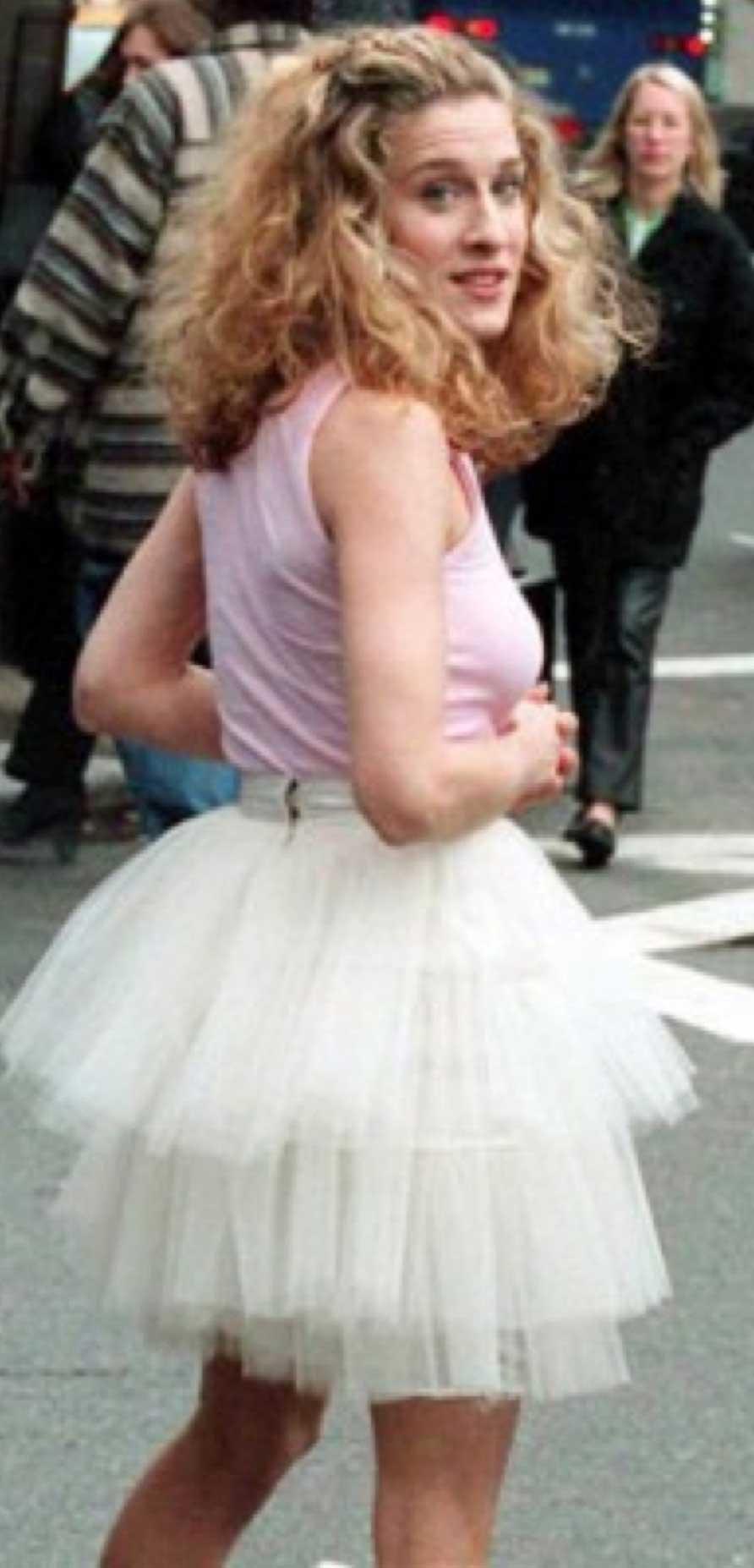 Seks w wielkim mieście kończy 20 lat! Przypominamy kultowe stylizacje Carrie Bradshaw