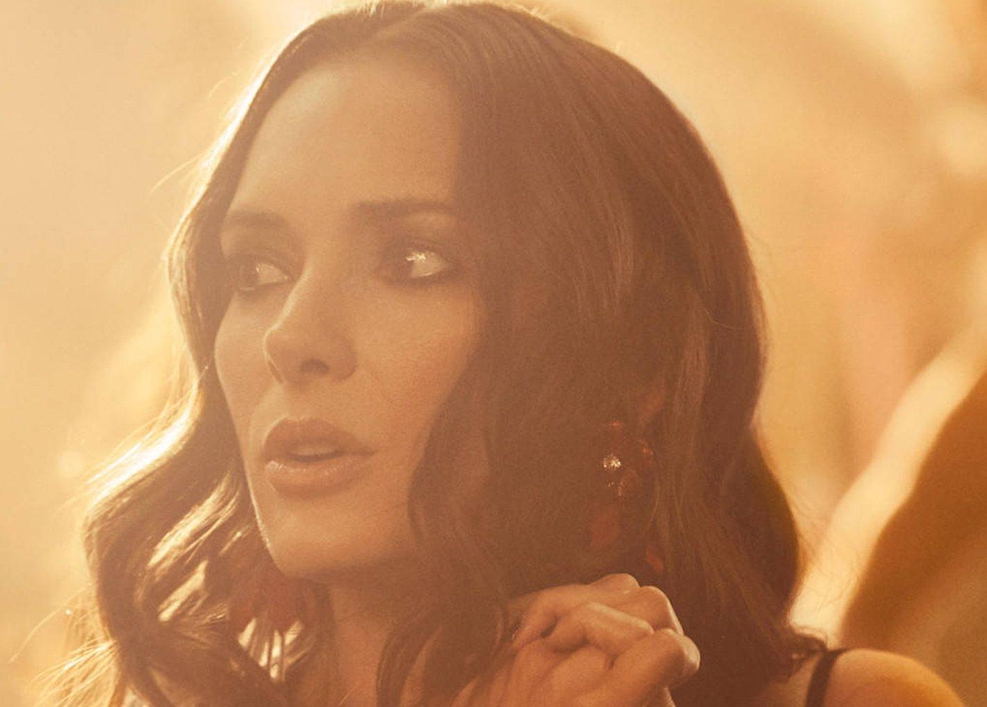 1b4b80886a Winona Ryder i Elizabeth Olsen w najnowszej kampanii H M! - Fashionpost