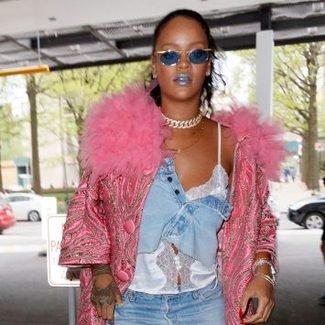 Hot or not: Rihanna w dżinsowej spódnicy zamiast klasycznego topu