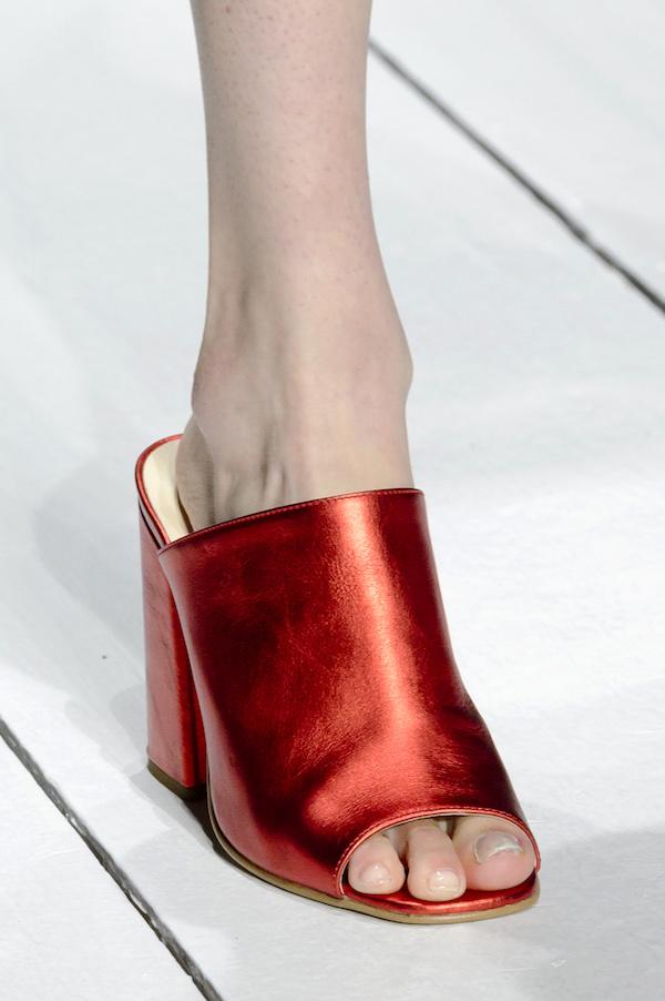 Dziś najmodniejsze fasony butów, za 10 lat mogą wprawić w zakłopotanie, kiedy przypomnimy sobie, że je nosiłyśmy!