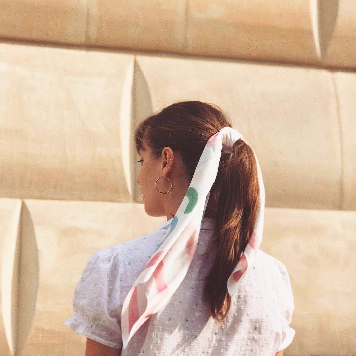 """KOPI i momu.warsaw łączą siły w nowej kolekcji apaszek """"Girls"""". Zobaczcie zdjęcia!"""