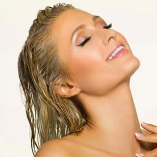 Paris Hilton ruszyła z nową marką pielęgnacyjną. Będzie na bogato!