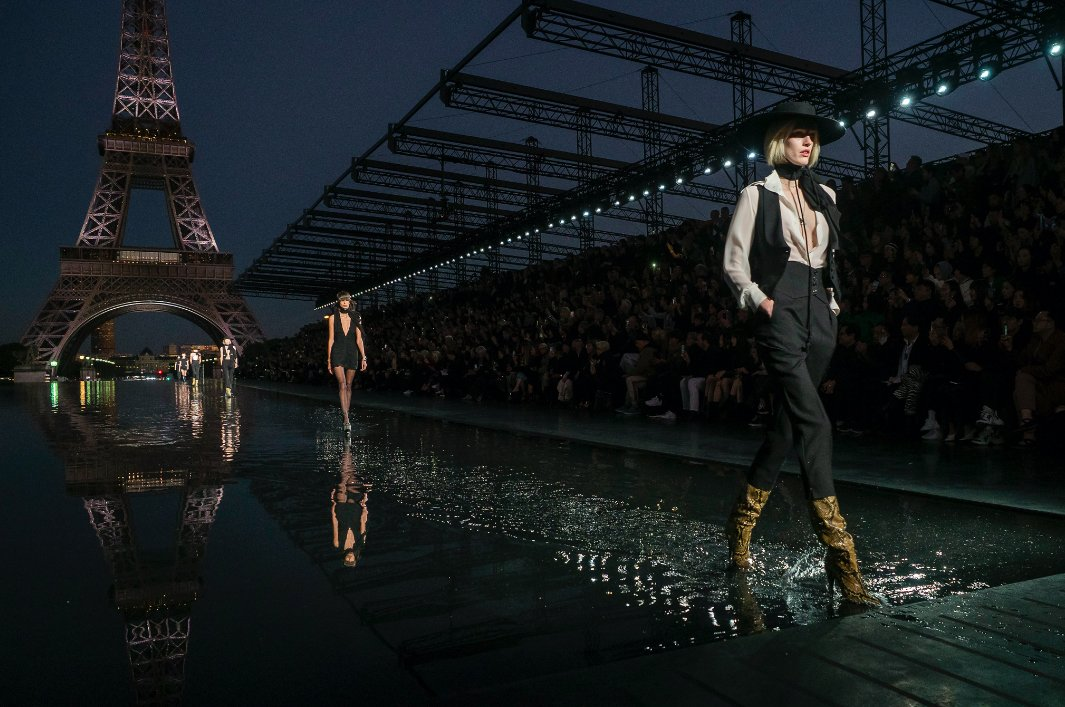 Pokaz Saint Laurent na Paris Fashion Week